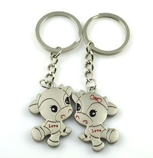 Cows In Love Animals Engraved Silver Metal Couple Keyrings Lovers Puzzle Key Chains Novelty Gift
